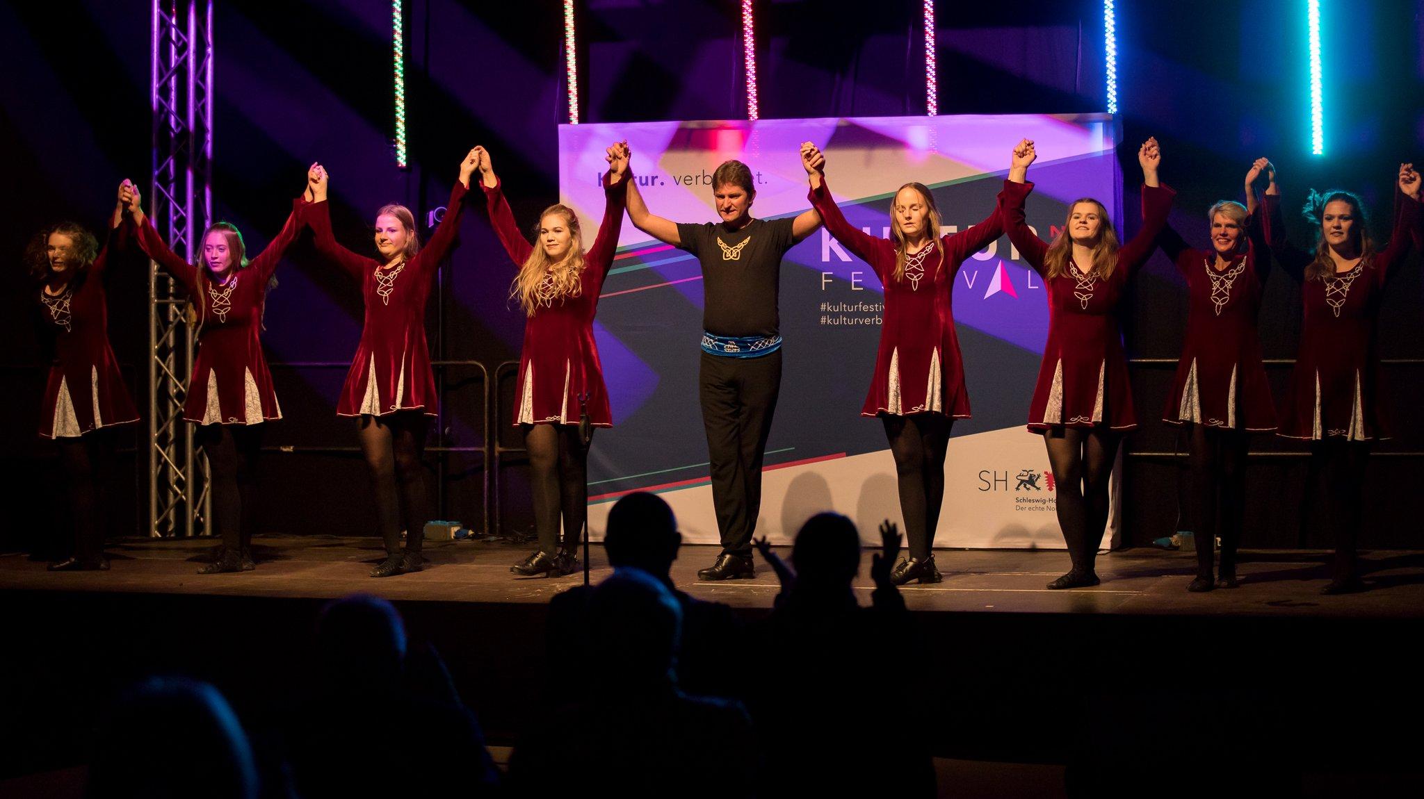 """: Unter Tanztrainer Gernot Graaf zeigt die Gruppe """"Celtic Dance"""" ihren Irish Dance mit Softshoes und Irish-Hardshoe-Dance (Stepptanz)!"""