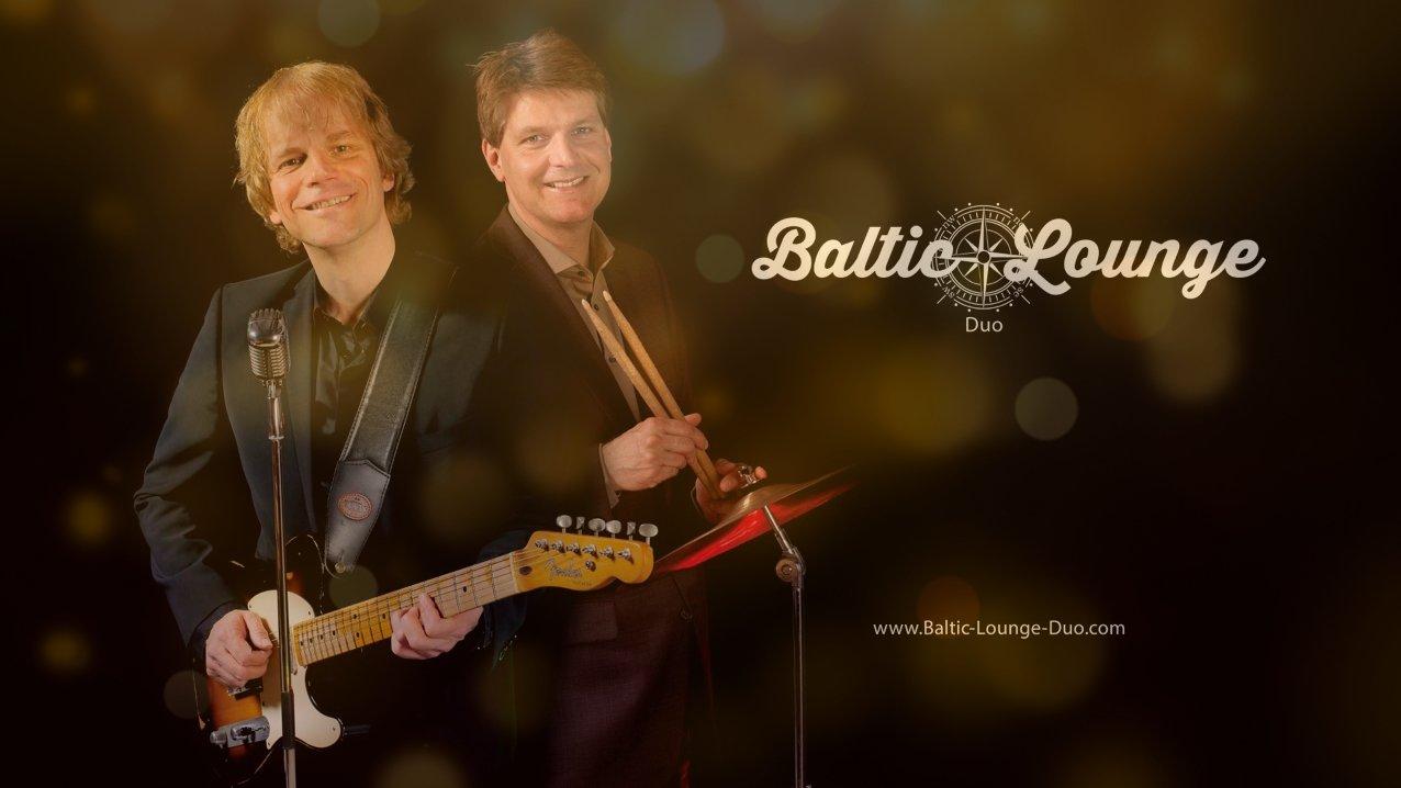 Das Baltic Lounge Duo. Zwei Personen, die Songs bekannter Künstler sowie Eigenkompositionen spielen.